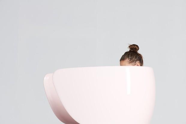 Designers criam banco ergonômico para mulheres amamentarem (Foto: Divulgação)