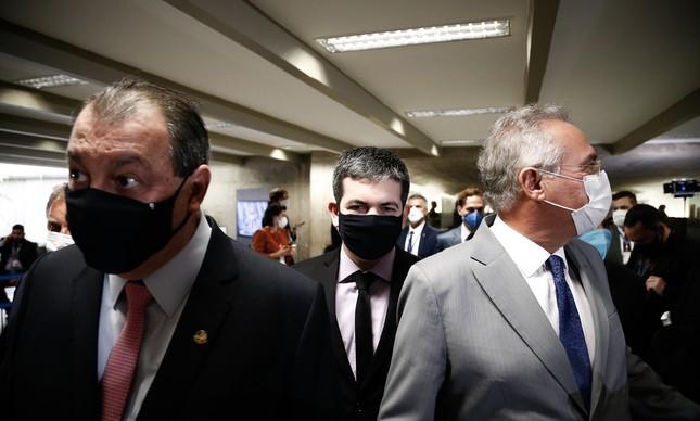 Os senadores Omar Aziz, Randolfe Rodrigues e Renan Calheiros