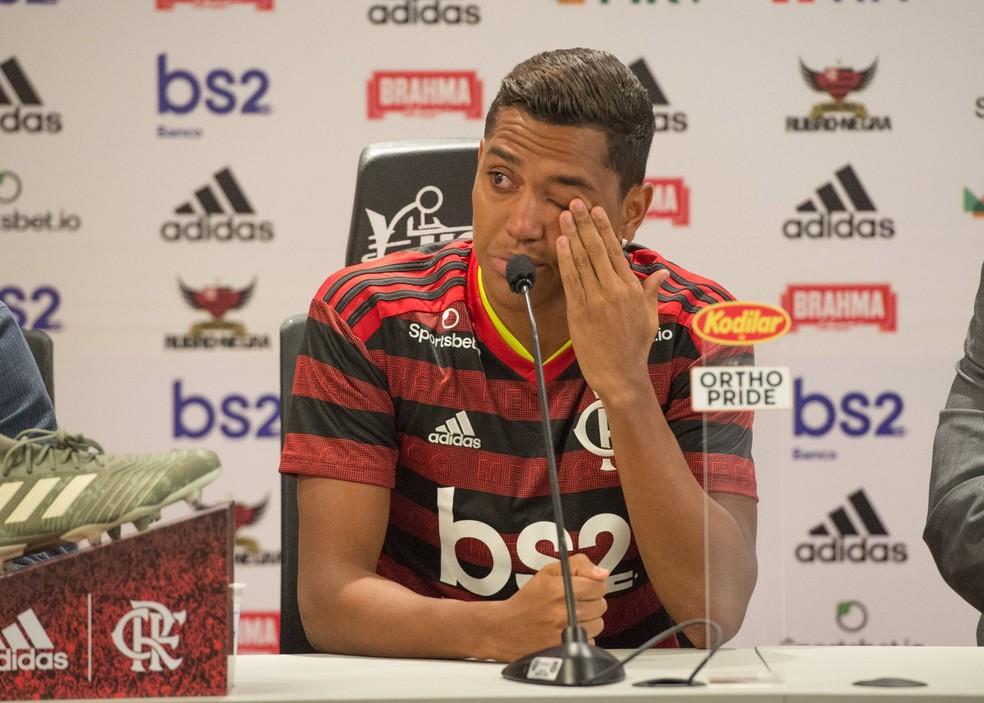 Pedro Rocha chora na apresentação ao Flamengo — Foto: Alexandre Vidal/Flamengo
