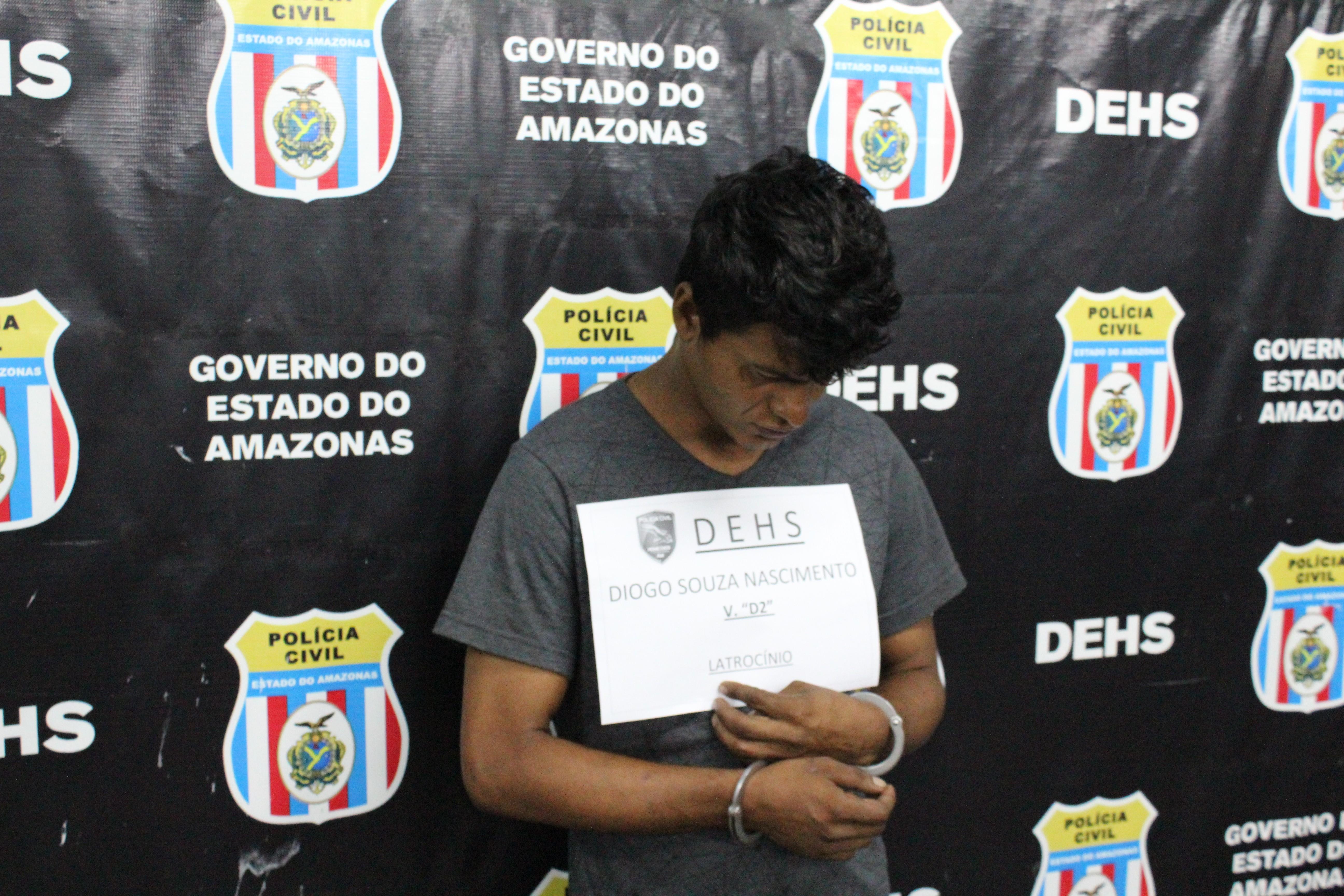 Dois suspeitos de roubar e matar taxista são presos em Manaus; comparsa é procurado