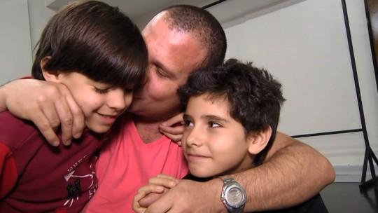 'Plugue': conheça o paizão dos pequenos bailarinos Danilo e Gabriel Lopes