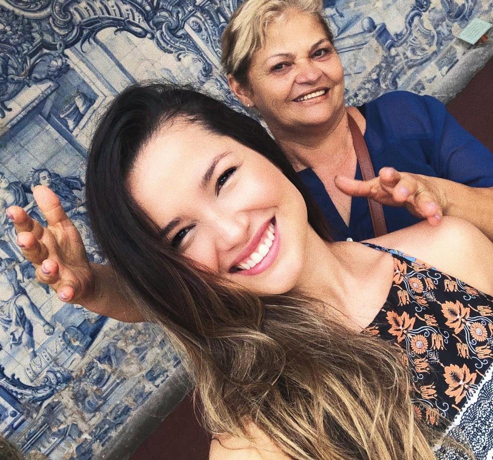 Julitte e a mãe, Dona Fátima — Foto: Arquivo Pessoal