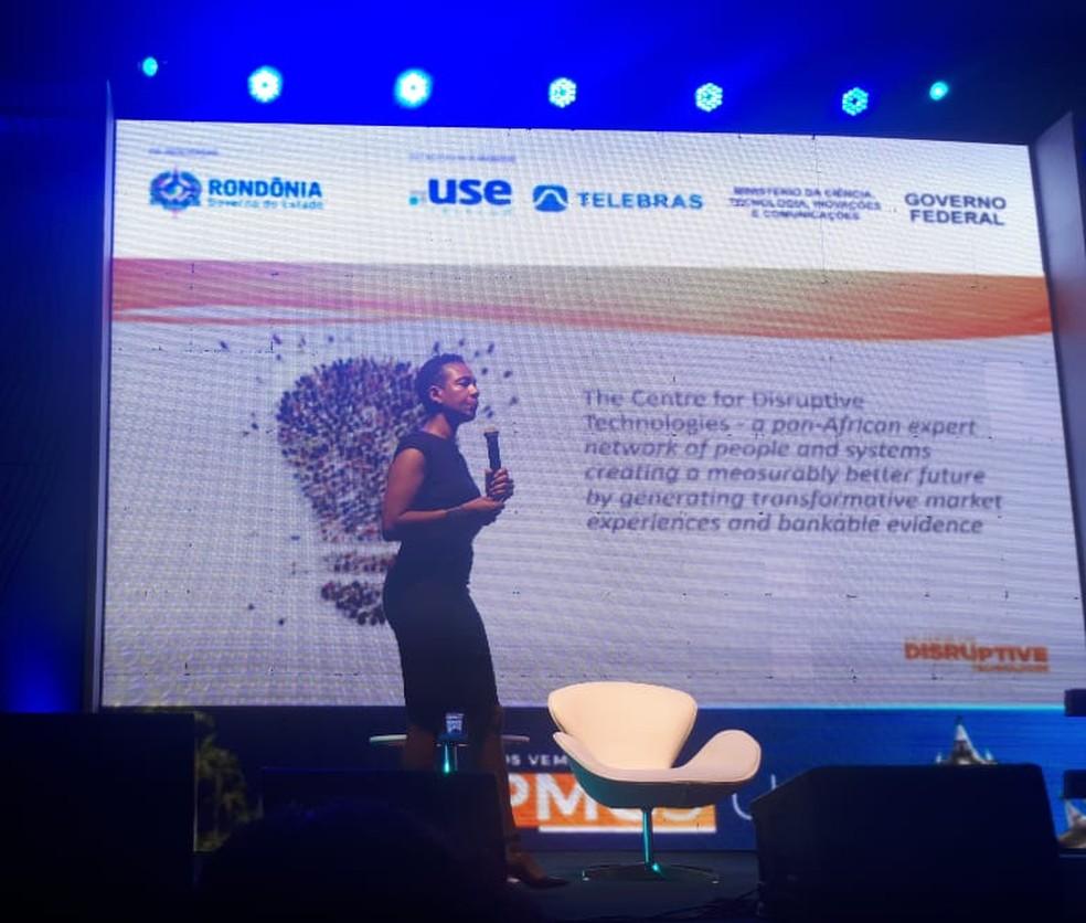 Sharron falou sobre criar conexões (Foto: Ana Kézia Gomes/ G1)