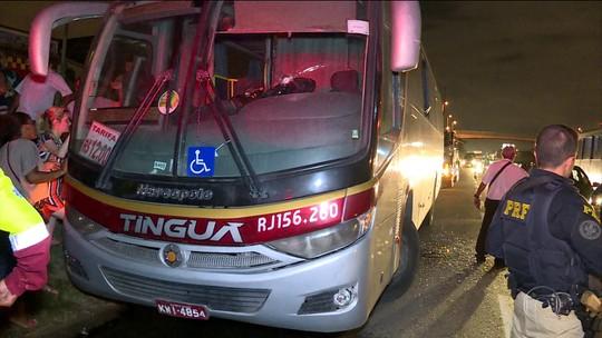Motorista de ônibus é morto durante tiroteio na Via Dutra