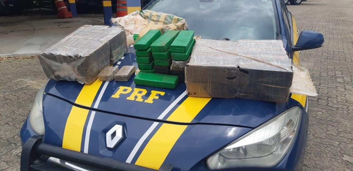 Dois são presos com 64 kg de maconha na Dutra em Lavrinhas