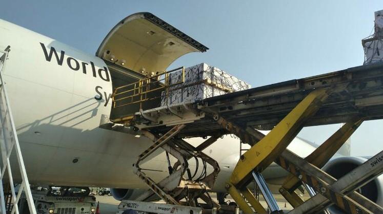 Aeronaves com mais 2,2 milhões de vacinas da Pfizer contra Covid-19 chegam ao Brasil por Viracopos