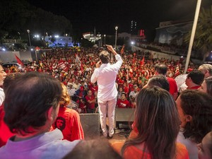 Governador Camilo Santana e ex-ministro Ciro Gomes participararam da manifestação (Foto: Divulgação)