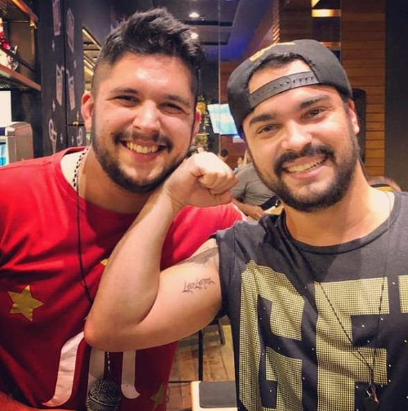 Leo e o irmão, o ator Alexandre Lemos (Foto: Reprodução/ Instagram)