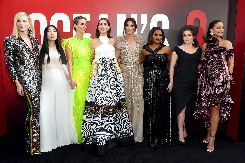 "Cate Blanchett, Awkwafina, Sarah Paulson, Anne Hathaway, Bullock de Sandra, Minding Kaling, Helena Bonham Carter e Rihanna na estreia mundial de ""Ocean's 8"", em 5 de junho de 2018, em Nova York (Foto: Getty Images)"