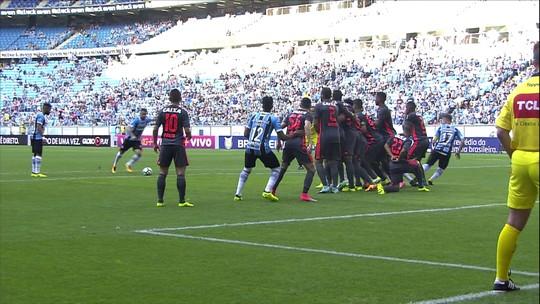 Pancada a 116 km/h e jogadaça brindam redenção de Edílson no 100º jogo pelo Grêmio
