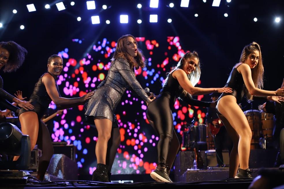 Ivete cai na dança com balé dela no palco do Festival de Inverno Bahia â?? Foto: Laécio Lacerda