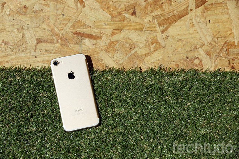 iPhone 7 tem processador e sistema operacional mais integrados (Foto: Anna Kellen Bull/TechTudo)