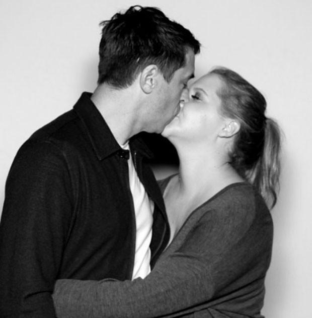 Amy Schumer e o marido, Chris Fischer (Foto: Reprodução Instagram)