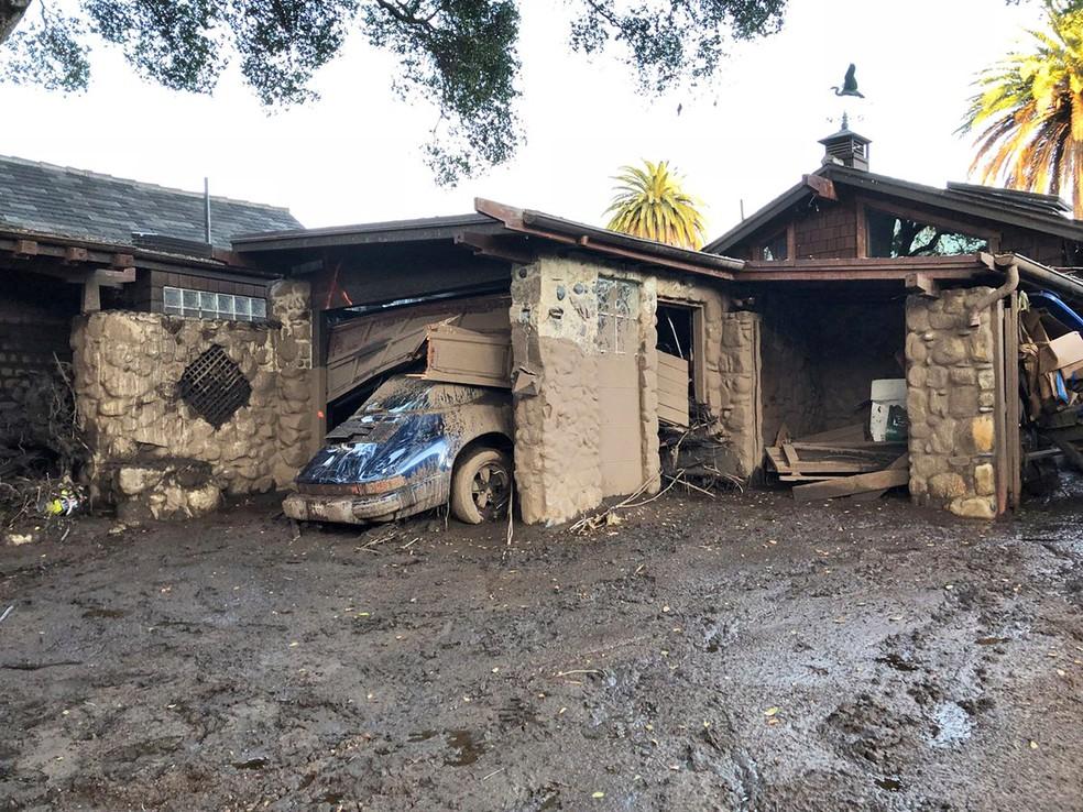 -  Fortes chuvas deixaram rastro de destruição em Montecito, na Califórnia, em foto de quarta-feira  10   Foto: Santa Barbara County Fire Department via