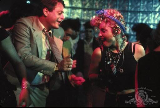 Mark Blum com Madonna em 'Procura-se Susan Desesperadamente' (Foto: Divulgação)