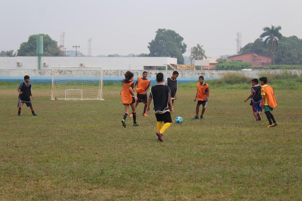 Criado há dois anos, time tem 100 atletas inscritos e pretende ampliar o projeto para formar elencos de juvenil e juniores (Foto: Júnior Freitas)