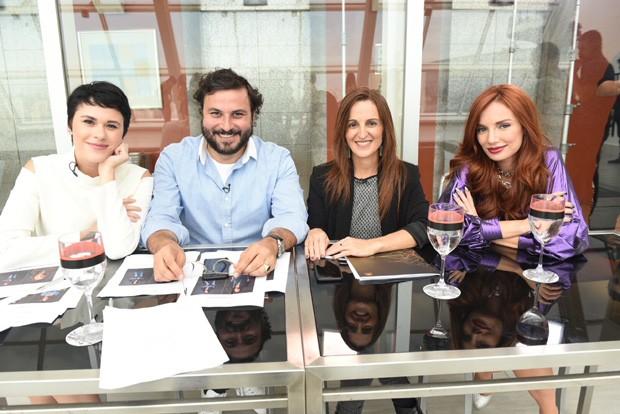 A bancada do júiri: a repórter Helena Moro, André Lima, Ana Ades e Maria Eugênia Suconic (Foto: Divulgação)