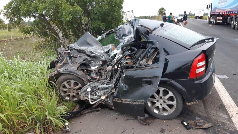 Carro que se envolveu no acidente na BR-343 — Foto: Divulgação /PRF-PI