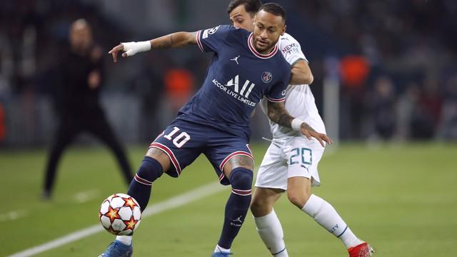 Neymar e Bernardo Silva em PSG x Manchester City