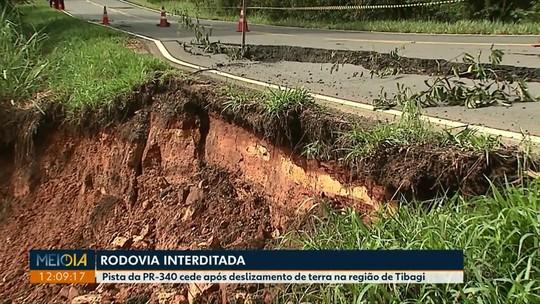 Pista da PR-340 cede após deslizamento de terra na região de Tibagi