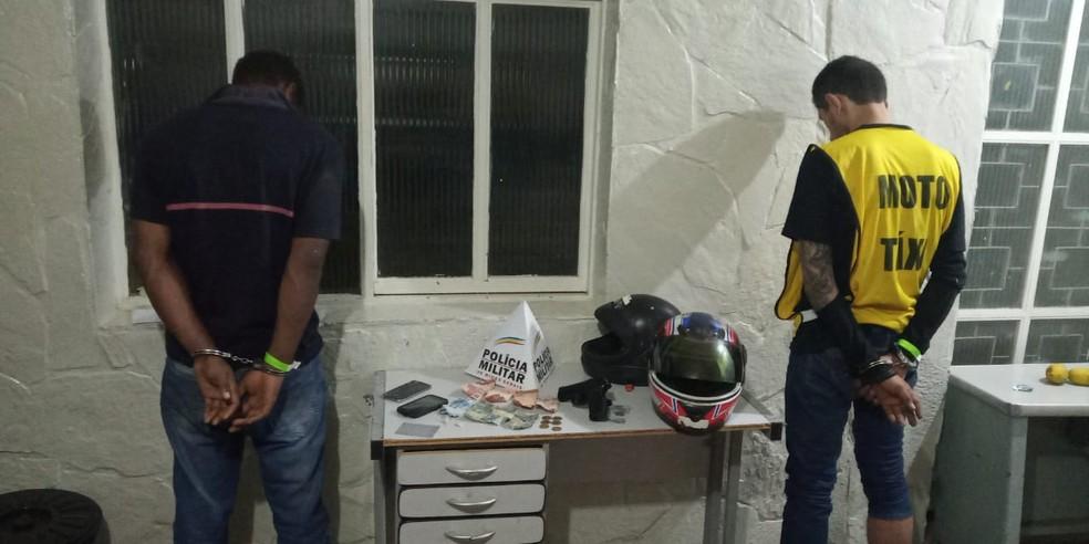 Piloto da moto usava colete de mototáxi — Foto: Polícia Militar/Divulgação