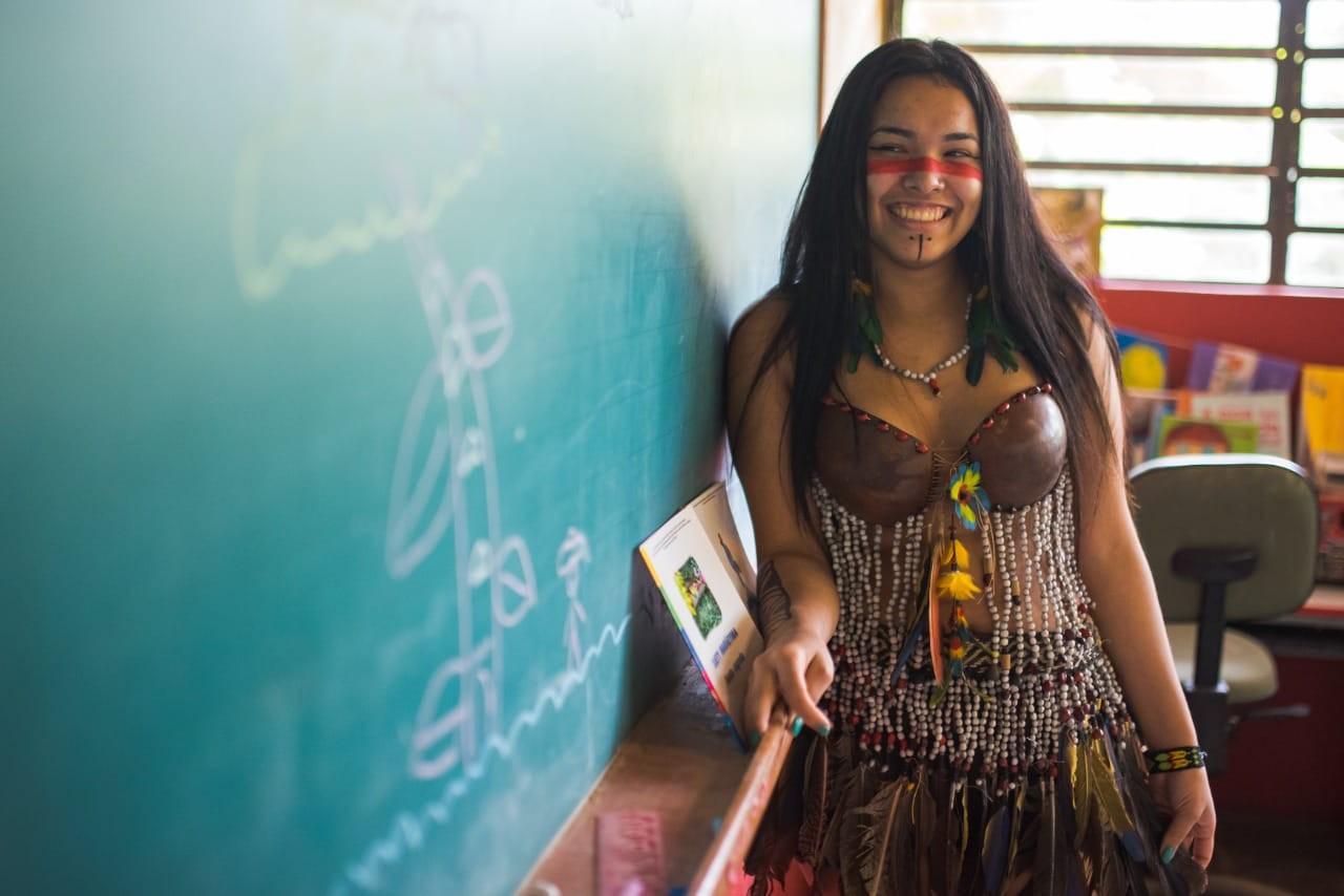 Indígena é aprovada em medicina após driblar dificuldades de conexão de internet em estudo remoto
