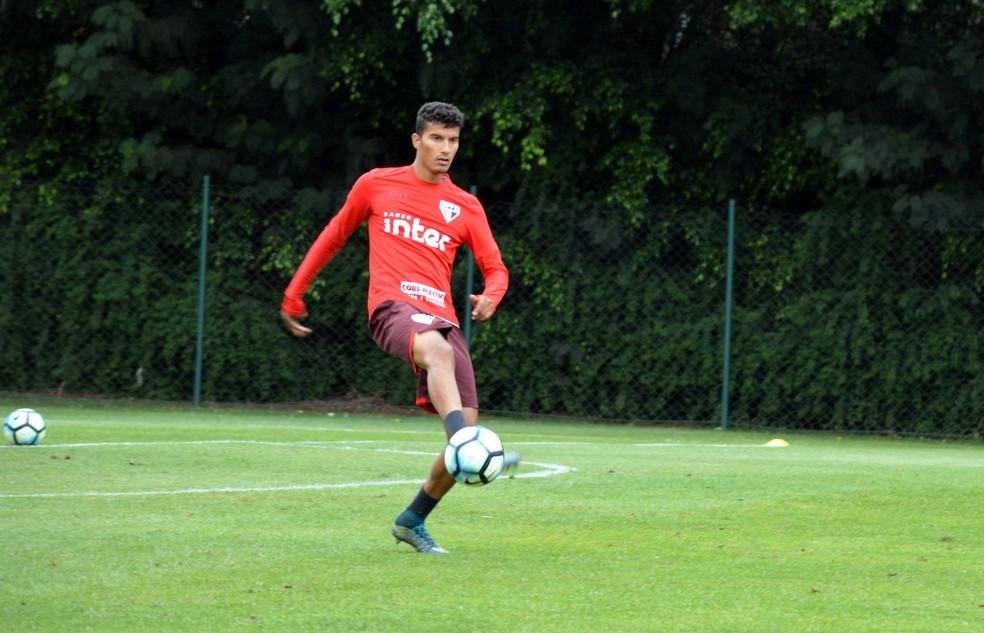 Com aval de Sampaoli, Santos tem interesse em Walce, do sub-20 do São Paulo — Foto: Erico Leonan / site oficial do SPFC