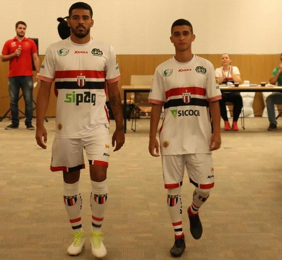 041d6837f4 ... Jogadores desfilam com uniforme número 1 (Foto: Rogério Moroti/Agência  Botafogo)