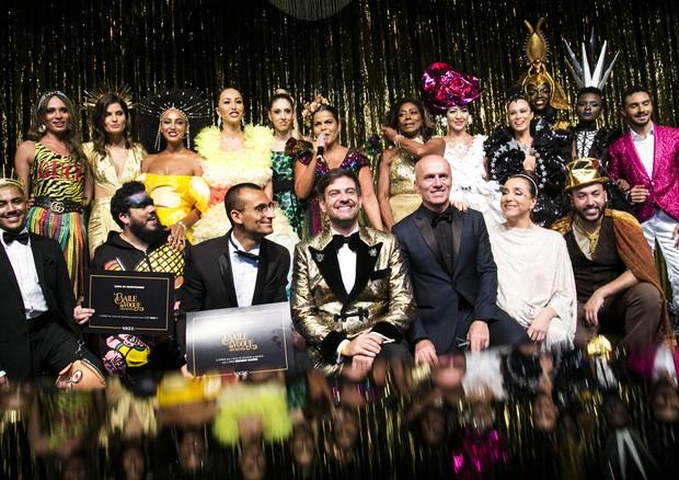 Baile da Vogue - cerimônia e entrega da carta compromisso para as ONGs (Foto: Ali Karakas, Alexandre Virgílio, Cleiby Trevisan, Luciana Prezia, Ricardo Toscani, Thiago Bruno))