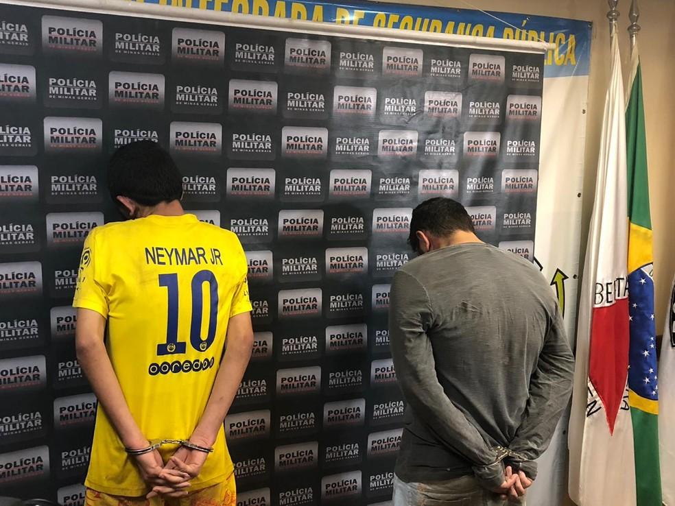 Dois dos suspeitos pelo crime foram apresentados pela polícia — Foto: Juliana Gorayeb/G1