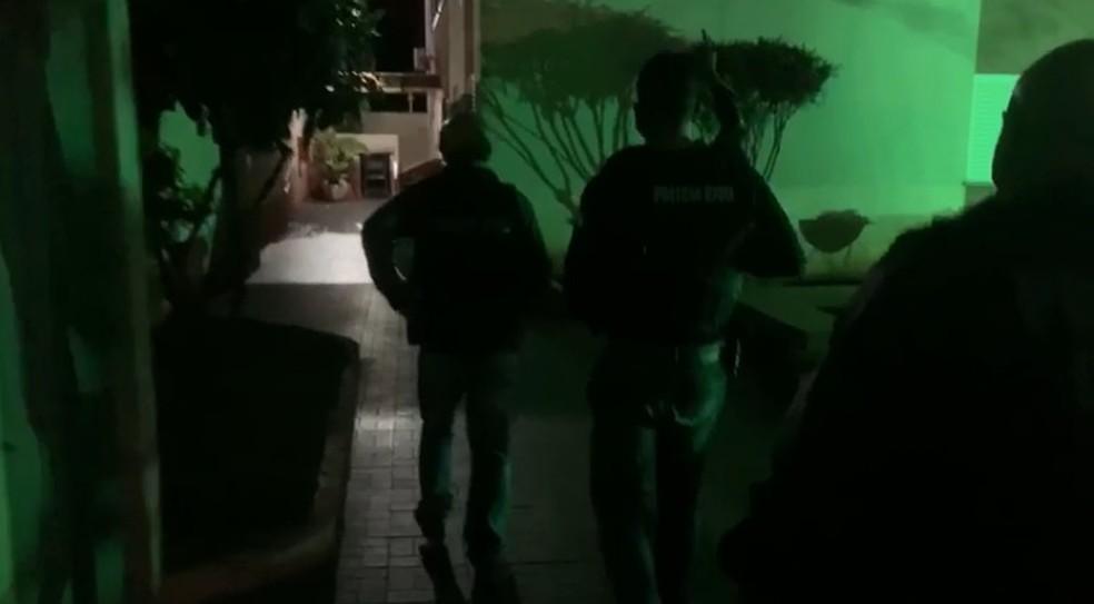 Mandados de busca e apreensão estão sendo cumpridos nas regiões norte e noroeste do Paraná  — Foto: Divulgação/Polícia Civil