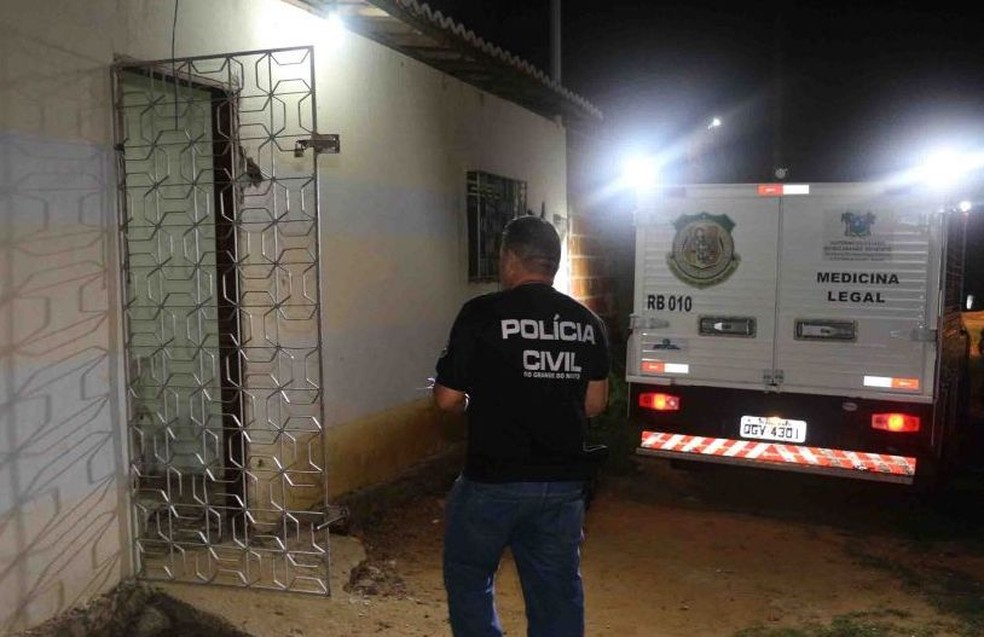 Dois homens são mortos dentro de casa, em Mossoró. (Foto: Marcelino Neto/O Câmera)
