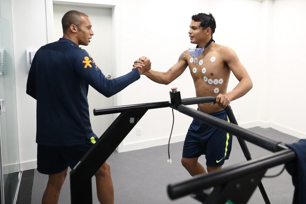 Miranda e Thiago Silva nos testes físicos da seleção brasileira na Granja Comary (Foto: Lucas Figueiredo/CBF)