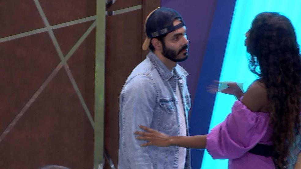 BBB21: Camilla de Lucas confortou o eliminado da semana — Foto: Globo