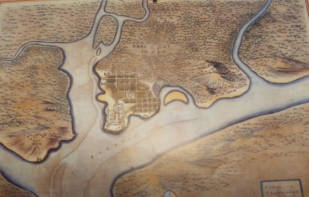 """Um dos primeiros mapas atribuído aos holandeses, entre 1641 e 1644. A expressão """"ludovici"""" (em latim) refere-se a São Luís. (Foto: Reprodução/Exposição 'França Equinocial', no forte de Santo Antonio, em São Luís)"""