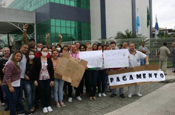 Funcionários do Evandro Freire fizeram novo protesto ontem