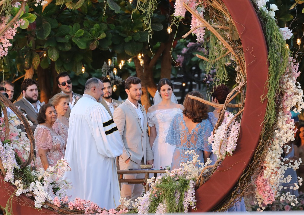 Camila Queiroz e Klebber Toledo se casam em Jericoacoara (Foto: Manuela Scarpa e Iwi Onodera/Brazil News)