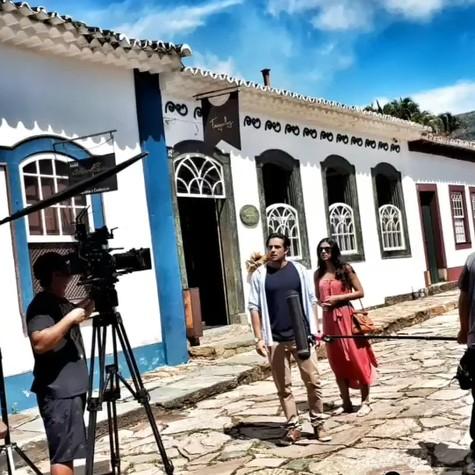 Rafael Cardoso e Letícia Persiles gravam 'Espelho da vida' (Foto: Reprodução Instagram)
