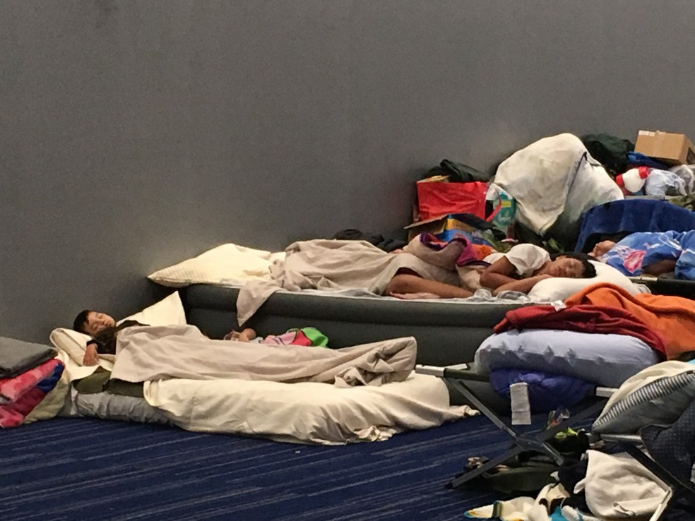Centro de convenções George R. Brown, em Houston, onde estão mais de 8.400 desabrigados (Foto: Felippe Coaglio/G1)