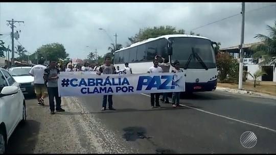 Após morte de criança indígena, grupo faz caminhada contra violência no sul da Bahia
