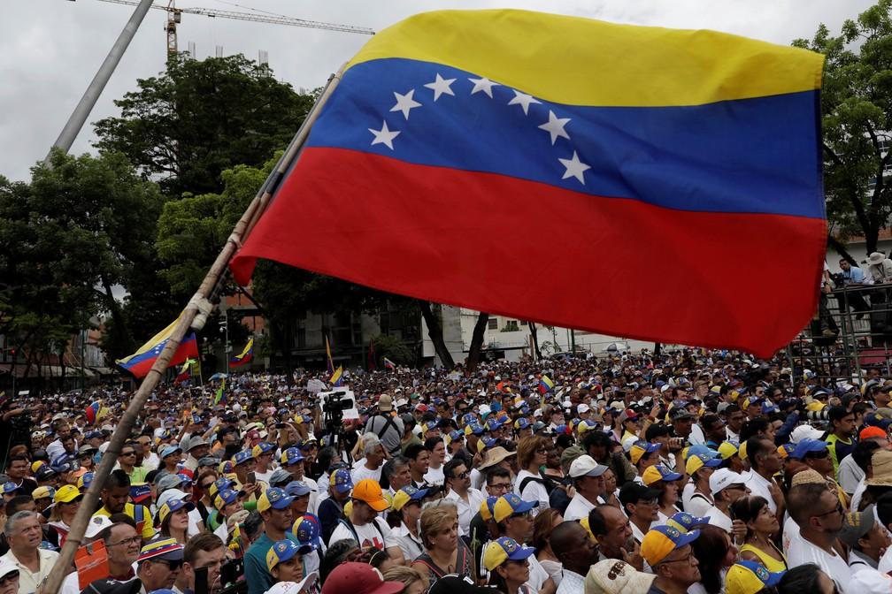 Manifestação da oposição na Venezuela em maio, após a tentativa de derrubar Nicolás Maduro — Foto: Ueslei Marcelino/Reuters