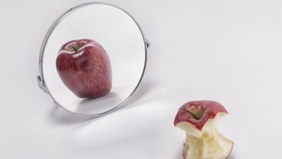 A anorexia é um transtorno alimentar grave que pode levar à morte: a autoimagem da pessoa não corresponde à realidade — Foto: Getty Images