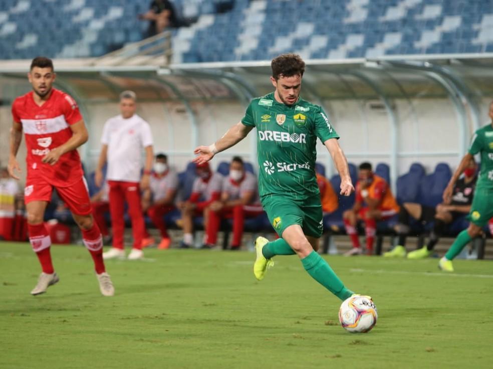 Lucas Hernández segue emprestado ao Cuiabá para recuperação da lesão no joelho — Foto: AssCom Dourado