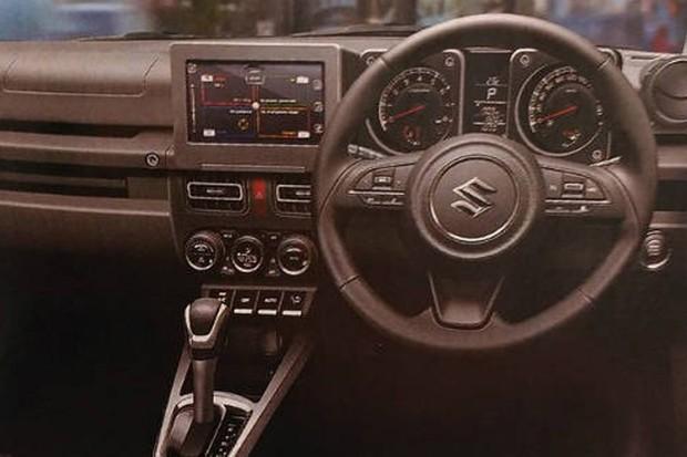 Painel do Jimny investe em modernidades como central multimídia, ar digital e volante multifuncional (Foto: Reprodução)