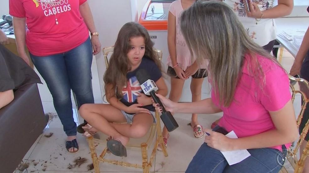 Aos 5 anos, a Ana não se importou em cortar o cabelão (Foto: Reprodução / TV TEM )