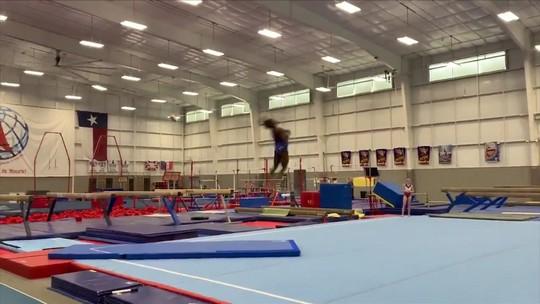Campeã olímpica Simone Biles divulga vídeos de treinamento com movimentos inovadores