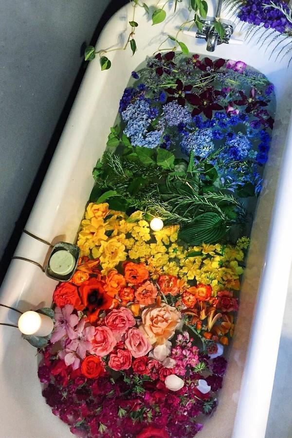 Cosméticos com flores (Foto: Instagram/Reprodução)