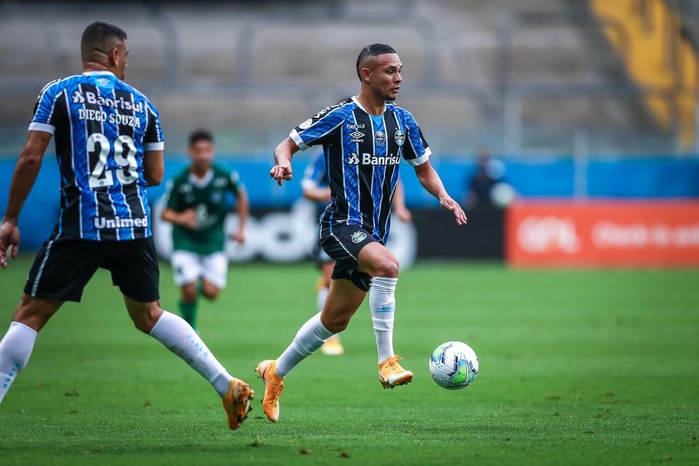 Luiz Fernando em vitória contra o Goiás pelo Grêmio — Foto: Lucas Uebel/Grêmio