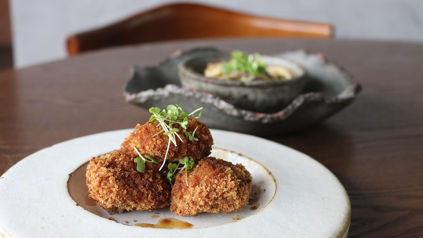 Culinária asiática com toque regional marca retorno do atendimento presencial no restaurante Mayú