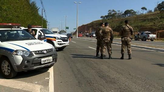 PM faz operação de bloqueio a entradas de Juiz de Fora para evitar acesso de criminosos do RJ